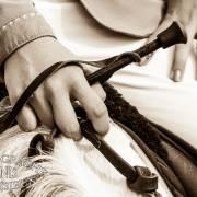 Mains et cravache